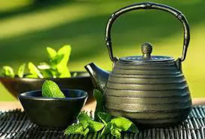 Peppermint leaves and teapot